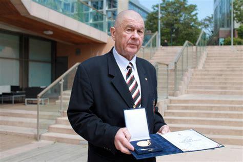 Még főiskolás korában kötött szorosabb ismeretséget a cselgánccsal, majd a karatéval. Hungarian Olympic Committee Honor Medal Award to Branch ...