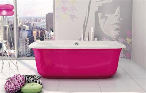 Freistehende Badewanne Die Moderne Badeinrichtungfreistehende Badewanne In Gruen by Freistehende Badewanne Im Modernen Badezimmer