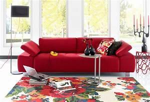 15 canapes au style retro pour parfaire la deco de votre salon With tapis rouge avec trouver un canapé