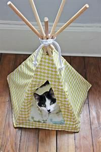 Tipi Pour Chat : diy 6 un tipi pour mon chat tipi chat pinterest chats niche et niche pour chat ~ Teatrodelosmanantiales.com Idées de Décoration
