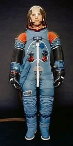 Apollo/Skylab A7L bellows, color. - Wikipedia Apollo space ...