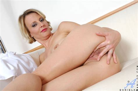 Charming Blonde Cougar Woman Spreads Her Pink And Flaunts