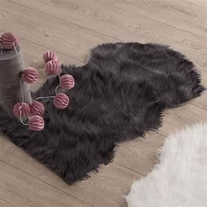Tapis Imitation Peau De Bete : tapis peau de b te 90 cm imitation fourrure gris tapis pour la maison eminza ~ Teatrodelosmanantiales.com Idées de Décoration