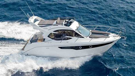 30 Ft Walkaround Boats 5 best 30ft family powerboats boats
