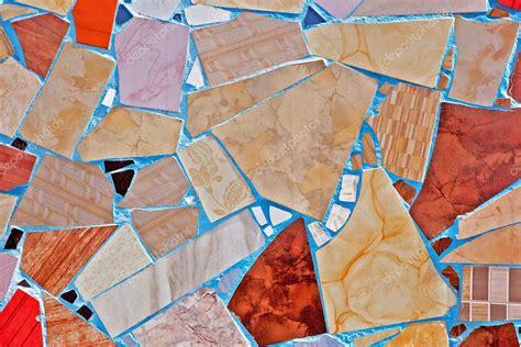 mosaico con piastrelle rotte mosaico di piastrelle rotte foto stock 30153729