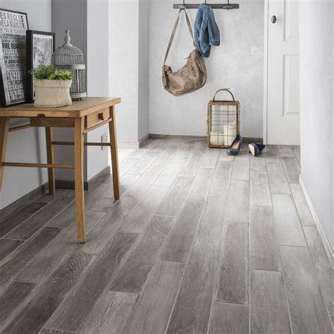 moquette imputrescible pour salle de bain carrelage sol et mur gris clair effet bois lousiane l 10 x l 70 cm leroy merlin