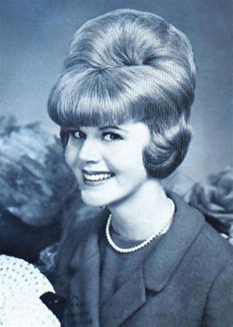 Hairstyles From The 60s For Hair by 60s Hairstyle For 60s Hairstyles With Headbands