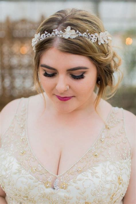 awesome wedding hairstyle for round face to look slim