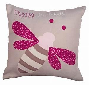 un coussin pour bebe fille avec une petite abeille rose et With déco chambre bébé pas cher avec coussin médical pour le dos