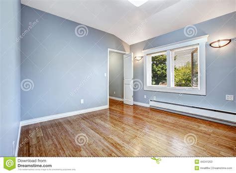 vide chambre chambre à coucher vide avec les murs bleu clair photo