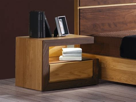 pied de le de chevet en bois table de chevet ruban en chene massif et bois de noyer meubles bois massif