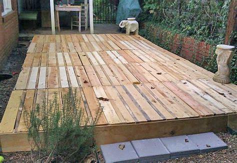 build  fabulous diy floating deck  pallets  decking ideas