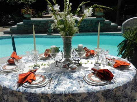 le telerie toscane table linen a perfect setting a poolside setting