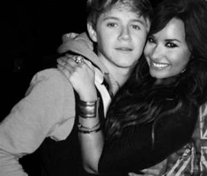 Image - Niall-horan-and-demi-lovato-hugging-815.png - One ...