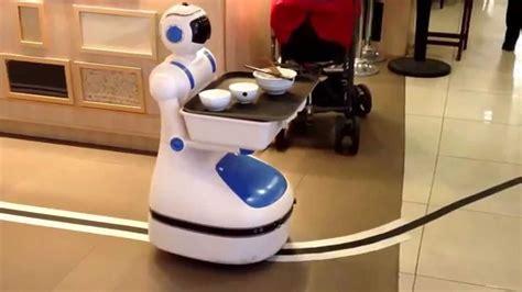 robo cuisine helper in the restaurant