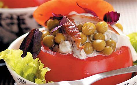Svaigi, pildīti tomāti ar zirnīšiem — Santa