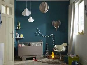 Peinture Mur Chambre : du bleu canard sur un mur pour la peinture chambre enfant ~ Voncanada.com Idées de Décoration