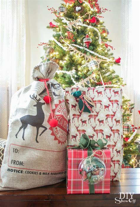 ways  wrap odd shaped objects holiday hack