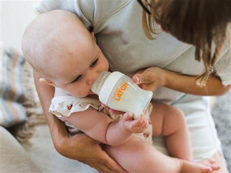10 Reasons A Breastfeeding Mom Might Want To Use A Bottle