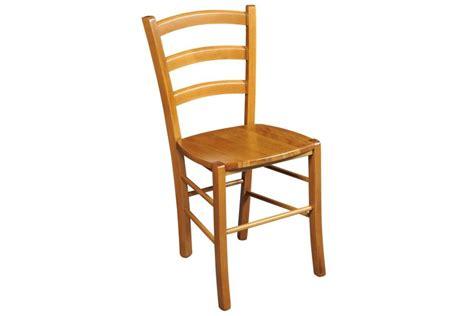 des chaises en bois chaise en bois massif tina lot de deux hellin