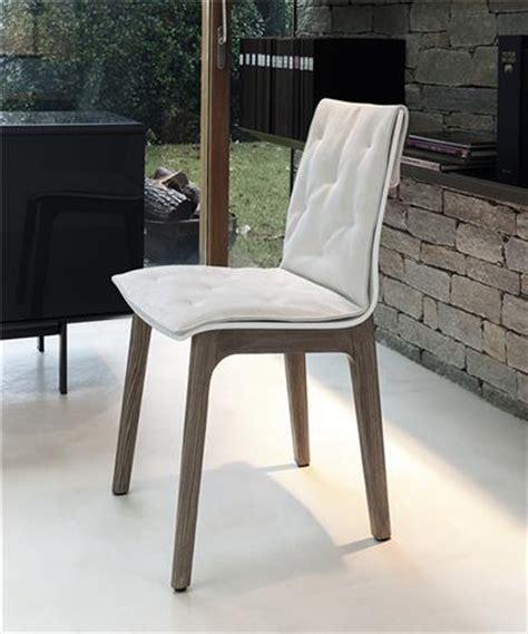 chaise simili cuir blanc chaise simili cuir blanc design pieds bois sur cdc design