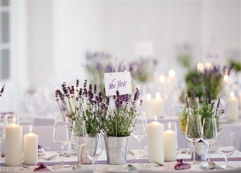 tischdeko hochzeit mit lavendeltoepfchen hochzeit