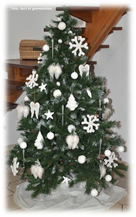 decoration sapin de noel blanc et argent