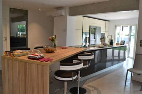 cuisine ouverte avec ilot comment aménager une cuisine en longueur le d 39 arthur bonnet
