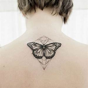 Tatouage Cou Homme : 1001 designs de tatouage papillon pharamineux ~ Nature-et-papiers.com Idées de Décoration