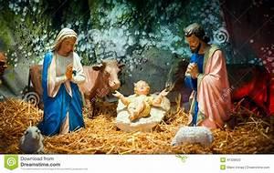 Christmas Nativity Scene With Baby Jesus, Mary & Joseph ...