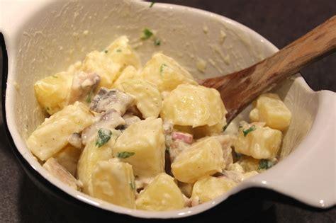 cuisiner le hareng fumé salade de pommes de terre aux harengs fumés pour ceux