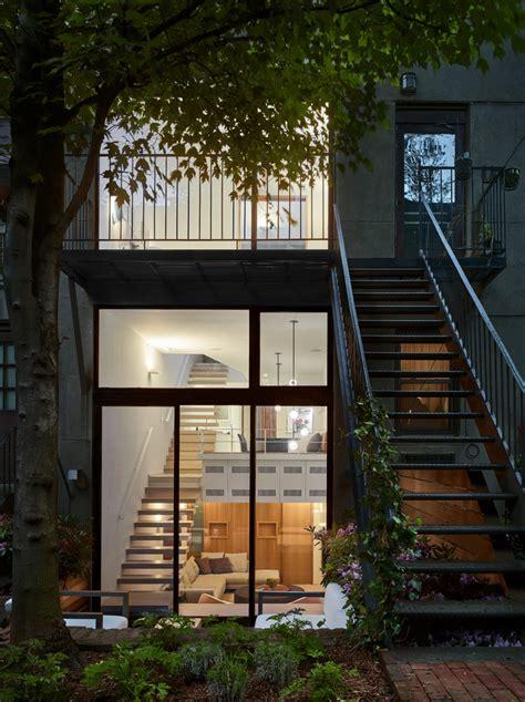 hunian tiga lantai tampil minimalis tapi nyaman banget