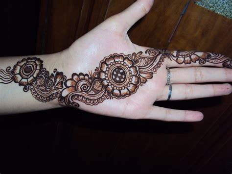 Latest Mehndi Designs For Eid 2012  Stylish Henna Designs. Living Room Chaise Lounge Ideas. How To Interior Design Living Room. Tan Leather Living Room Set. Chandelier In Living Room. Wooden Living Room Escape Walkthrough. Images Of Living Rooms With Gray Walls. Built In Wall Units For Living Rooms. Furniture Arrangement For Long Narrow Living Room
