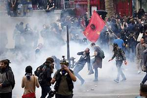 French Workers Fight Anti-Labor Laws in Latest Fierce ...
