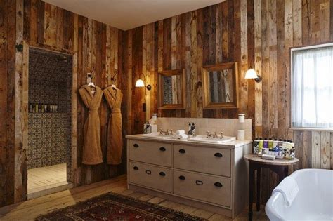 creative ways  decorate  farmhouse bathroom decor