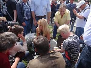 Mai An Sushi Dresden : gegner und unterst tzer von regine t berich treffen sich zu politpicknick menschen in dresden ~ Buech-reservation.com Haus und Dekorationen