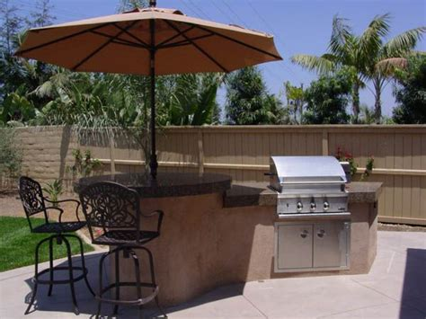 Outdoor Barbeque And Kitchen Landscape Design