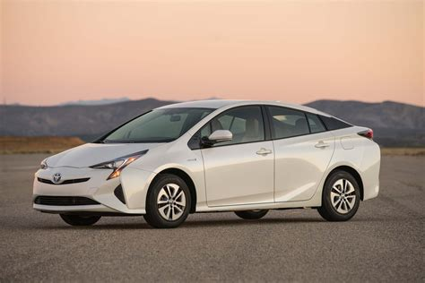 toyota prius design popular  japan   hit