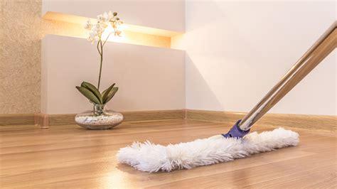 pavimenti finto parquet come pulire i pavimenti in laminato o finto parquet i