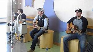 """Clark Manson sings """"Wagon Wheel"""" for patients at Dayton ..."""
