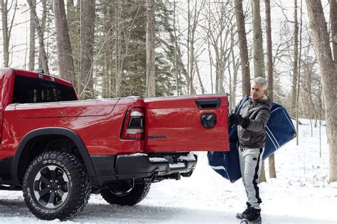 Dodge Truck Tailgate 2020 by The 2019 Ram 1500 Fires Back At Gmc S Multipro Tailgate