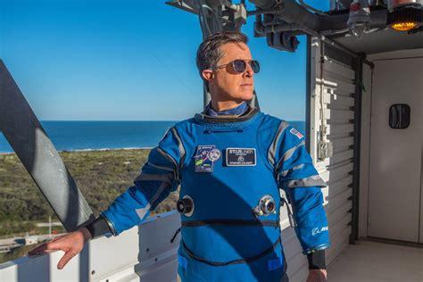 tv host stephen colbert dons boeings spacesuit