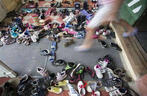 Tipps Gegen Stinkende Schuhe tipps gegen stinkende schuhe das hilft bei mief tretern