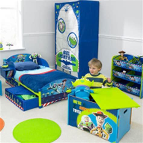 meubles et mobilier pour enfants d 233 corer et meubler une chambre de gar 231 on avec