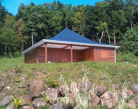 photo de maison en bois en guadeloupe