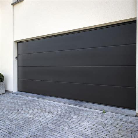 Le Garage Leroy Merlin by Pose D Une Porte De Garage Sectionnelle Motoris 233 E De