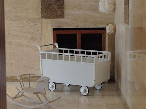 chambre bebe vintage lit roulotte vintage pour bébé des ées 50 60 chambre