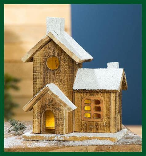 haus beleuchtet weihnachten eingeschneites holz haus led beleuchtet weihnachten wohnen dekoration allerlei dekoration