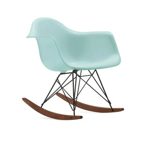 chaise design contemporain chaise eames une des icônes du design contemporain
