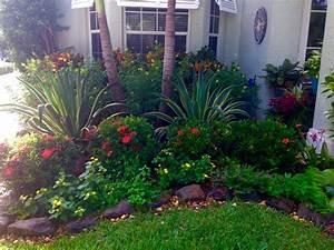 Pin small front yard landscaping ideas pictures on pinterest for Landscaping for a small front yard